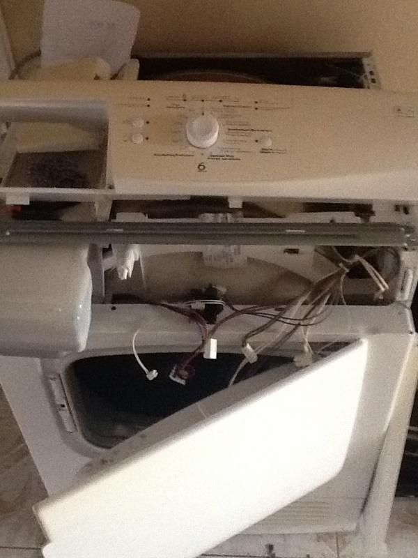 s che linge machine a laver whirlpool qui ne s 39 allume plus apprenez. Black Bedroom Furniture Sets. Home Design Ideas